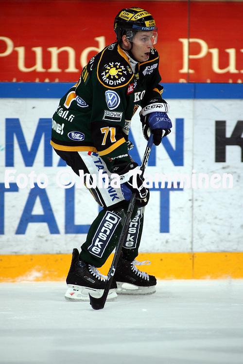 31.10.2008, Hakamets?n j??halli, Tampere..J??kiekon SM-liiga 2008-09..Ilves - Blues.Lauri Tukonen - Ilves.©Juha Tamminen.....ARK:k
