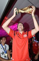 FUSSBALL WM 2014                       FINALE   Deutschland 1-0 Argentinien     13.07.2014 DFB-WM Party nach dem Finale im Hotel Sheraton Rio de Janeiro: Kevin Grosskreutz mit WM Pokal