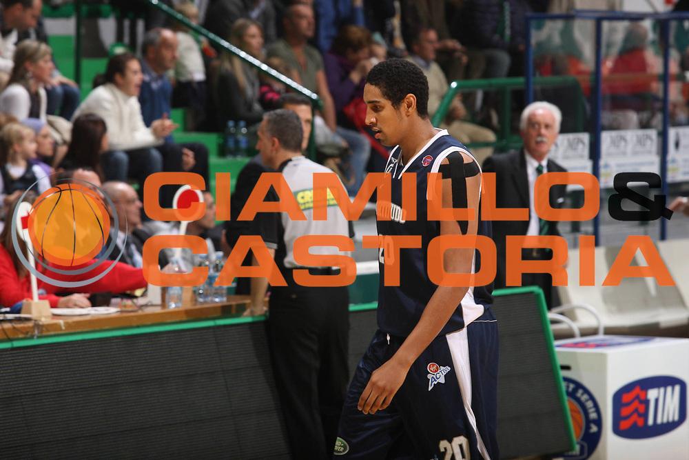 DESCRIZIONE : Siena Lega A1 2008-09 Montepaschi Siena Fortitudo Bologna<br /> GIOCATORE : kieron achara <br /> SQUADRA :  Fortitudo Bologna<br /> EVENTO : Campionato Lega A1 2008-2009 <br /> GARA : Montepaschi Siena Fortitudo Bologna DATA : 09/11/2008 <br /> CATEGORIA : delusione<br /> SPORT : Pallacanestro <br /> AUTORE : Agenzia Ciamillo-Castoria/G.Ciamillo