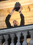 TENIS, BEOGRAD, 06. Dec. 2010. - Nenad Zimonjic. Vise hiljada gradjana se okupilo veceras ispred Starog dvora kako bi pozdravili tenisere Srbije i strucni stab - povodom osvajanja Dejvis kupa. Foto: Nenad Negovanovic