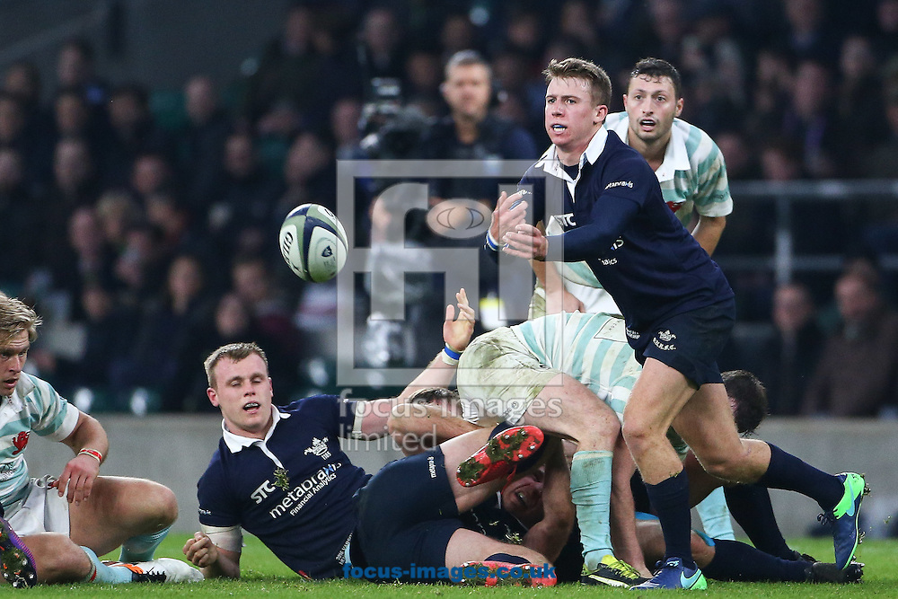 Tom Kershaw of Oxford University passes during The Varsity Match at Twickenham Stadium, Twickenham<br /> Picture by Mark Chappell/Focus Images Ltd +44 77927 63340<br /> 08/12/2016