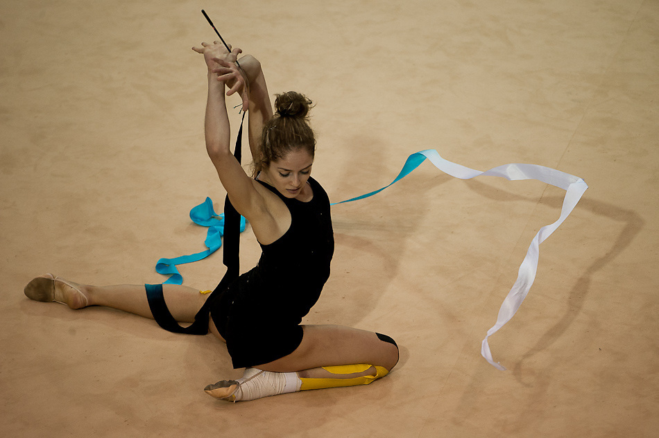 Oct. 14, 2011 - Guadalajara, Mexico - CYNTHIA VALDEZ of Mexico practices her routine at the Nissan gymnasium in preparation for the rhythmic gymnastics competition which starts tomorrow (Oct. 15).