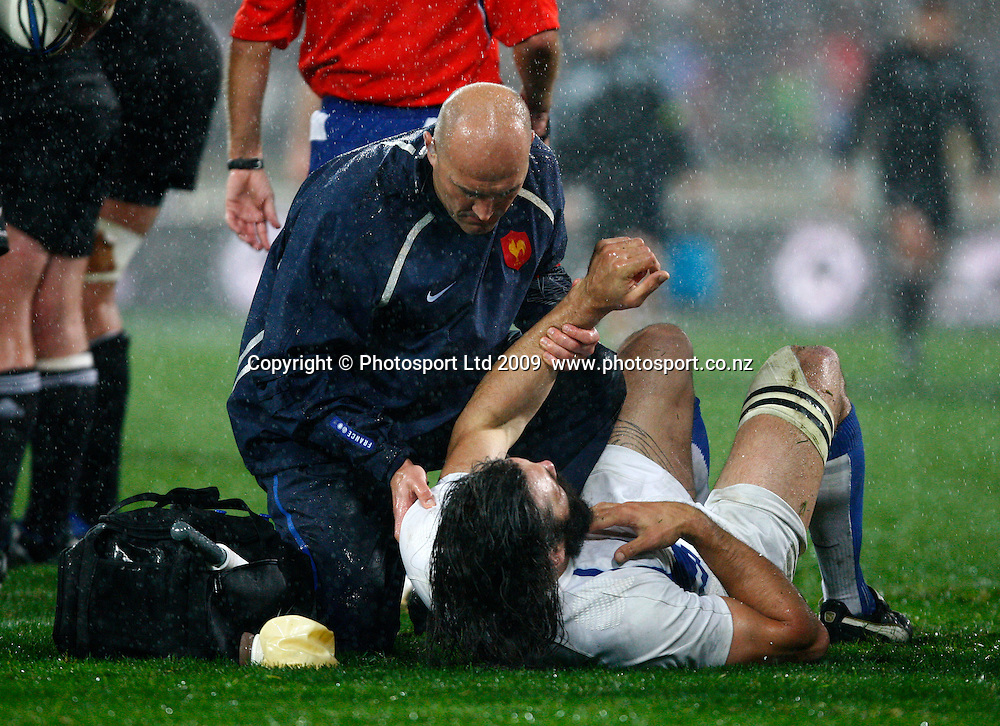 French player Sebastien Chabal recieves attention. 2nd international rugby union test match, All Blacks v France. Iveco Test Series, Wellington, New Zealand. Saturday 20 June 2009. Photo: Simon Watts/PHOTOSPORT