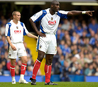 Photo: Daniel Hambury.<br />Chelsea v Portsmouth. The Barclays Premiership. 21/10/2006.<br />Portsmouth's Sol Campbell sorts out his defence.