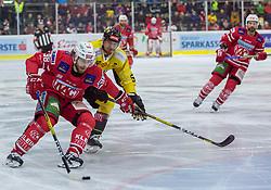 24.01.2020, Stadthalle, Klagenfurt, AUT, EBEL, EC KAC vs Vienna Capitals, 43. Runde, im Bild Daniel OBERSTEINER (EC KAC, #98), Mario FISCHER (SPUSU VIENNA CAPITALS, #50), Thomas KOCH (EC KAC, #18) // during the Erste Bank Eishockey League 43th round match between EC KAC and Vienna Capitals at the Stadthalle in Klagenfurt, Austria on 2020/01/24. EXPA Pictures © 2020, PhotoCredit: EXPA/ Gert Steinthaler