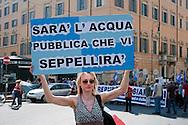Roma, 2 Giugno 2012.I movimenti del Forum Acqua Bene Comune manifestano per chiedere l'attuazione dell' esito referendario contro la privatizzazione dell'acqua.