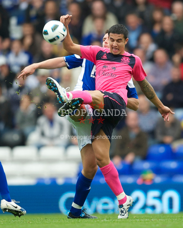 BIRMINGHAM, ENGLAND - Saturday, October 2, 2010: Everton's Tim Cahill in action against Birmingham City during the Premiership match at St Andrews. (Photo by David Rawcliffe/Propaganda)