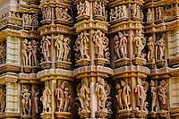 Inde, état du Madhya Pradesh, Khajuraho, site classé au Patrimoine Mondial de l'UNESCO, temple de Chitragupta, édifié au XIe siècle et dédié au dieu soleil Surya // India, Madhya Pradesh state, Khajuraho, Unesco World Heritage, the Khajuraho Group of Monuments is a group of Hindu temples and Jain temples, temple of Chitragupta, built in the 11th century and dedicated to the sun god Surya