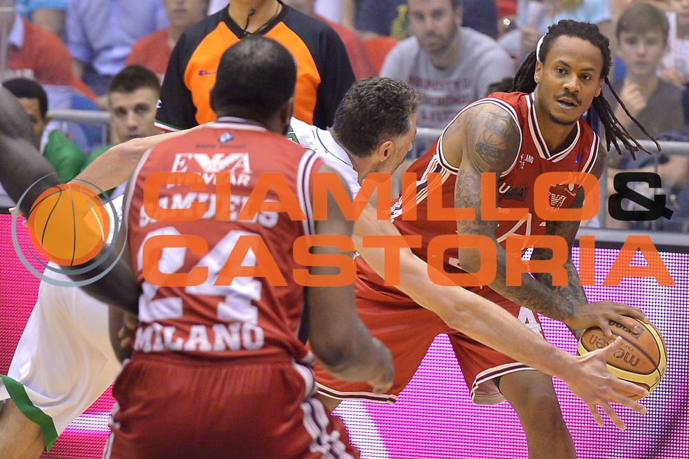 DESCRIZIONE : Milano Lega A 2013-14 EA7 Emporio Armani Milano vs Montepaschi Siena playoff Finale gara 5<br /> GIOCATORE : David Moss<br /> CATEGORIA : Passaggio precario<br /> SQUADRA : EA7 Emporio Armani Milano<br /> EVENTO : Finale gara 5 playoff<br /> GARA : EA7 Emporio Armani Milano vs Montepaschi Siena playoff Finale gara 5<br /> DATA : 23/06/2014<br /> SPORT : Pallacanestro <br /> AUTORE : Agenzia Ciamillo-Castoria/I.Mancini<br /> Galleria : Lega Basket A 2013-2014  <br /> Fotonotizia : Milano<br /> Lega A 2013-14 EA7 Emporio Armani Milano vs Montepaschi Siena playoff Finale gara 5<br /> Predefinita :
