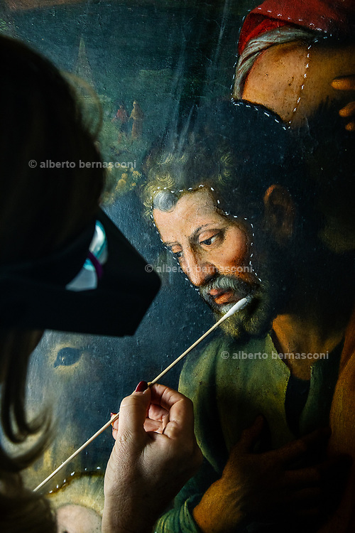 """Rome, the coservative studio Merlini Storti, Valeria Merlini during the cleaning phase of the painting """"Adoration of the Shepherds"""" by Fabrizio Santafede, oil on panel, 16th century"""