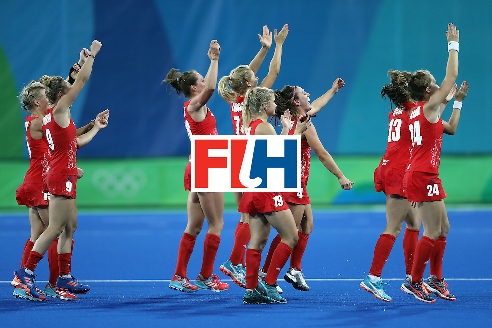 RIO DE JANEIRO, BRAZIL - AUGUST 19:  Team Great Britain wave to the fans after defeating Netherlands in the Women's Gold Medal Match on Day 14 of the Rio 2016 Olympic Games at the Olympic Hockey Centre on August 19, 2016 in Rio de Janeiro, Brazil.  (Photo by David Rogers/Getty Images)