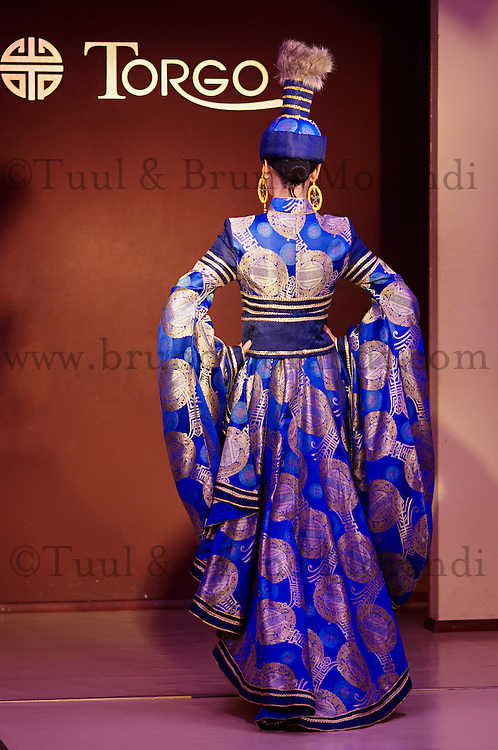 Mongolie. Oulaan Bator. Defile de mode chez le createur Torgo. // Mongolia. Ulaan Bator. Fashion show at Torgo house.