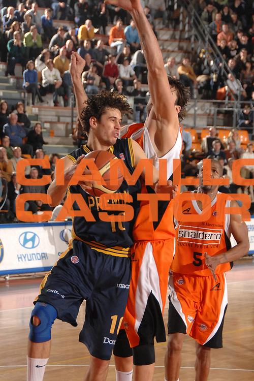 DESCRIZIONE : Udine Lega A1 2007-08 Snaidero Udine Premiata Montegranaro <br /> GIOCATORE : Luca Vitali<br /> SQUADRA : Premiata Montegranaro <br /> EVENTO : Campionato Lega A1 2007-2008 <br /> GARA : Snaidero Udine Premiata Montegranaro <br /> DATA : 30/12/2007 <br /> CATEGORIA : Passaggio<br /> SPORT : Pallacanestro <br /> AUTORE : Agenzia Ciamillo-Castoria/M.Gregolin<br /> Galleria : Lega Basket A1 2007-2008 <br /> Fotonotizia : Udine Campionato Italiano Lega A1 2007-2008 Snaidero Udine Premiata Montegranaro <br /> Predefinita :