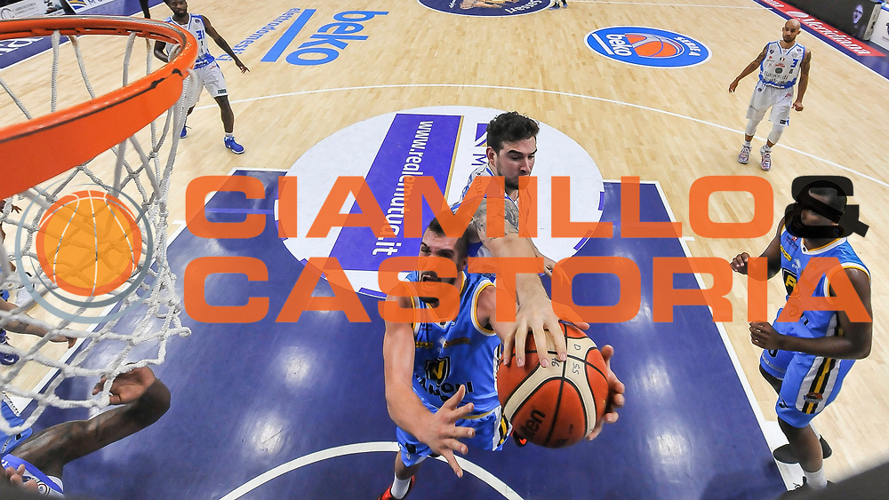 DESCRIZIONE : Beko Legabasket Serie A 2015- 2016 Dinamo Banco di Sardegna Sassari -Vanoli Cremona<br /> GIOCATORE : Fabio Mian Joe Alexander<br /> CATEGORIA : Tiro Penetrazione Sottomano Special Stoppata<br /> SQUADRA : Vanoli Cremona<br /> EVENTO : Beko Legabasket Serie A 2015-2016<br /> GARA : Dinamo Banco di Sardegna Sassari - Vanoli Cremona<br /> DATA : 04/10/2015<br /> SPORT : Pallacanestro <br /> AUTORE : Agenzia Ciamillo-Castoria/L.Canu