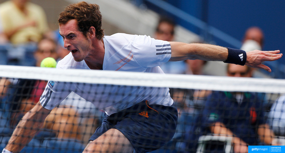 Andy Murray, Great Britain, in action during his Men's Semi-Final victory over Tomas Berdych, Czech Republic, during the US Open Tennis Tournament, Flushing, New York. USA. 8th September 2012. Photo Tim Clayton