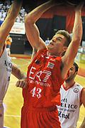 DESCRIZIONE : Biella Lega A 2011-12 Angelico Biella EA7 Emporio Armani Milano<br /> GIOCATORE : Leon Radosevic<br /> SQUADRA :  EA7 Emporio Armani Milano<br /> EVENTO : Campionato Lega A 2011-2012 <br /> GARA : Angelico Biella  EA7 Emporio Armani Milano<br /> DATA : 15/01/2012<br /> CATEGORIA : Penetrazione Tiro<br /> SPORT : Pallacanestro <br /> AUTORE : Agenzia Ciamillo-Castoria/ L.Goria<br /> Galleria : Lega Basket A 2011-2012 <br /> Fotonotizia : Biella Lega A 2011-12  Angelico Biella EA7 Emporio Armani Milano<br /> Predefinita :