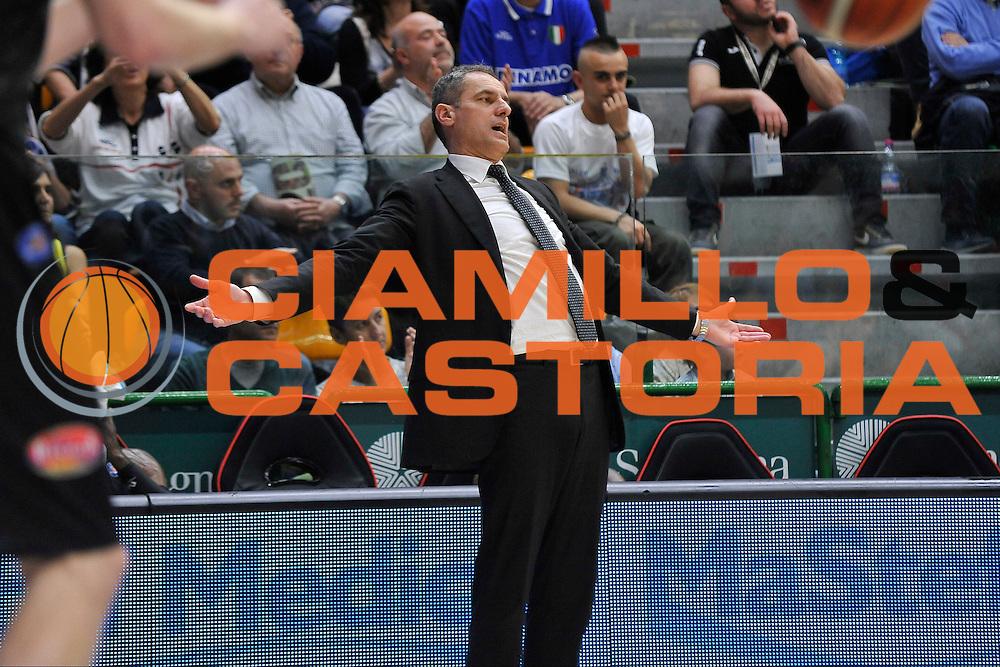 DESCRIZIONE : Beko Legabasket Serie A 2015- 2016 Dinamo Banco di Sardegna Sassari - Pasta Reggia Juve Caserta<br /> GIOCATORE : Sandro Dell'Agnello<br /> CATEGORIA : Allenatore Coach Ritratto Mani<br /> SQUADRA : Pasta Reggia Juve Caserta<br /> EVENTO : Beko Legabasket Serie A 2015-2016<br /> GARA : Dinamo Banco di Sardegna Sassari - Pasta Reggia Juve Caserta<br /> DATA : 03/04/2016<br /> SPORT : Pallacanestro <br /> AUTORE : Agenzia Ciamillo-Castoria/C.Atzori