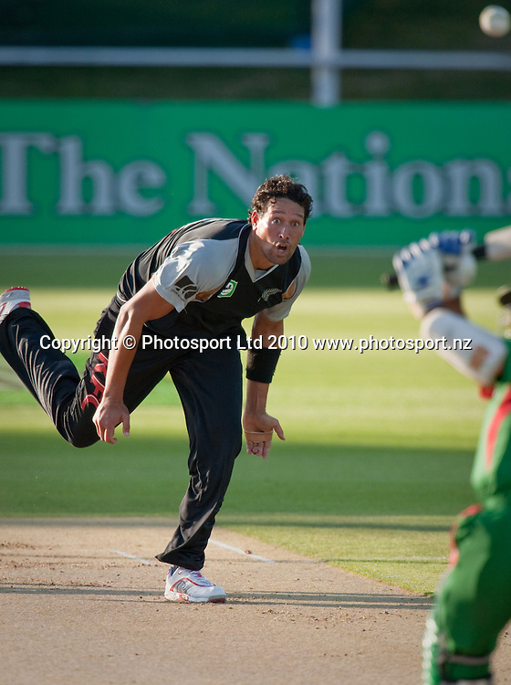 Daryl Tuffey bowls during the National Bank Twenty20 Series cricket match between Bangladesh and New Zealand Blackcaps won by 10 wickets by the Blackcaps at Seddon Park, Hamilton, New Zealand, Wednesday 03 February 2010. Photo: Stephen Barker/PHOTOSPORT