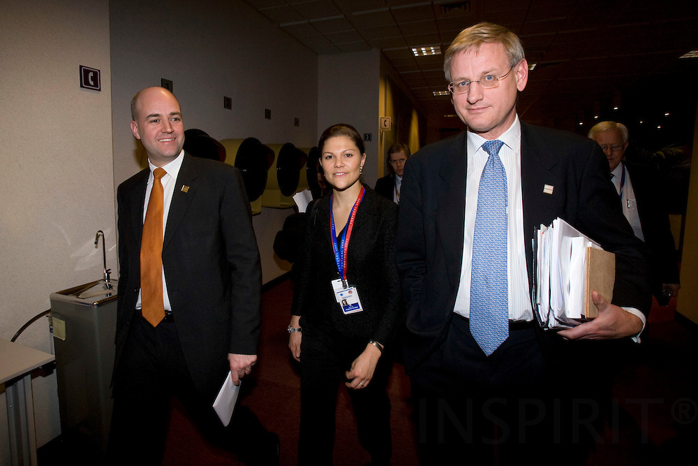 BRUSSELS - BELGIUM - 14 DECEMBER 2007 -- EU SUMMIT --Fredrik REINFELDT (Le), Swedish Prime Minister, Sweden's Crown Princess VICTORIA and Carl BILDT, Minister for Foreign Affairs walking to the national press-conference after the end of the summit. Photo: Erik Luntang
