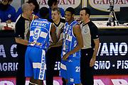 DESCRIZIONE : Pistoia Lega A 2014-2015 Giorgio Tesi Group Pistoia Banco di Sardegna Sassari<br /> GIOCATORE : Arbitri Shane Lawal<br /> CATEGORIA : Pregame fairplay Arbitro<br /> SQUADRA : Banco di Sardegna Sassari Arbitro<br /> EVENTO : Campionato Lega A 2014-2015<br /> GARA : Giorgio Tesi Group Pistoia Banco di Sardegna Sassari<br /> DATA : 20/10/2014<br /> SPORT : Pallacanestro<br /> AUTORE : Agenzia Ciamillo-Castoria/GiulioCiamillo<br /> GALLERIA : Lega Basket A 2014-2015<br /> FOTONOTIZIA : Pistoia Lega A 2014-2015 Giorgio Tesi Group Pistoia Banco di Sardegna Sassari<br /> PREDEFINITA :