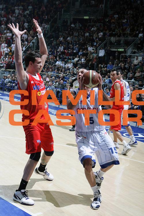 DESCRIZIONE : Bologna Lega A Dilettanti 2009-10 Fortitudo Bologna VemSistemi Forli<br /> GIOCATORE : Gennaro Sorrentino<br /> SQUADRA : Fortitudo Bologna<br /> EVENTO : Campionato Serie A Dilettanti 2009-2010 <br /> GARA : Fortitudo Bologna VemSistemi Forli<br /> DATA : 14/03/2010 <br /> CATEGORIA : Penetrazione<br /> SPORT : Pallacanestro <br /> AUTORE : Agenzia Ciamillo-Castoria/D.Vigni<br /> Galleria : Lega Nazionale Pallacanestro 2009-2010 <br /> Fotonotizia : Bologna Lega A Dilettanti 2009-2010 Fortitudo Bologna VemSistemi Forli<br /> Predefinita :