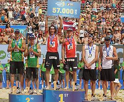 31.07.2016, Strandbad, Klagenfurt, AUT, FIVB World Tour, Beachvolleyball Major Series, Klagenfurt, Herren, im Bild Gustavo Carvalhaes (1, BRA), Saymon Barbosa Santos (2, BRA), Aleksandrs Samoilovs (1, LAT), Janis Smedins (2, LAT), Chaim Schalk (1, CAN), Ben Saxton (2, CAN) // during the FIVB World Tour Major Series Tournament at the Strandbad in Klagenfurt, Austria on 2016/07/31. EXPA Pictures © 2016, PhotoCredit: EXPA/ Gert Steinthaler