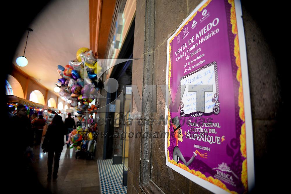 Toluca, México.- Alrededor de 1200 establecimientos comerciales adheridos al Patronato Pro Centro Histórico participarán en la Gran Venta de Miedo, ofreciendo descuentos del 10 al 50 por ciento en los precios de diferentes artículos y servicios.  Agencia MVT / Crisanta Espinosa