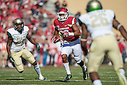 FAYETTEVILLE, AR - OCTOBER 25:  Jonathan Williams #32 of the Arkansas Razorbacks runs the ball against the UAB Blazers at Razorback Stadium on October 25, 2014 in Fayetteville, Arkansas.  The Razorbacks defeated the Blazers 45-17.  (Photo by Wesley Hitt/Getty Images) *** Local Caption *** Jonathan Williams
