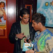 Gouden CD Jody Bernal, samen met Ajax voetballer Daniel Cruz