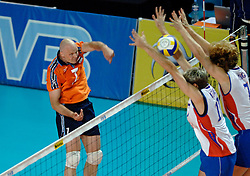 30-07-2005: VOLLEYBAL: WK KWALIFICATIE: NEDERLAND-FRANKRIJK: LE CANNET FRANKRIJK<br /> <br /> Nederland wordt derde in de poule en heeft nog een kans om zich te kwalificeren voor het wk2006 in japan - <br /> <br /> ©2005-WWW.FOTOHOOGENDOORN.NL