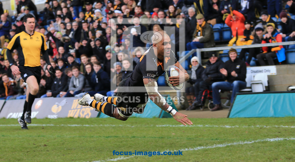 Tom Varndell of Wasps scores during the European Rugby Champions Cup match at Adams Park, High Wycombe<br /> Picture by Michael Whitefoot/Focus Images Ltd 07969 898192<br /> 14Duncan Taylor of Saracens2014