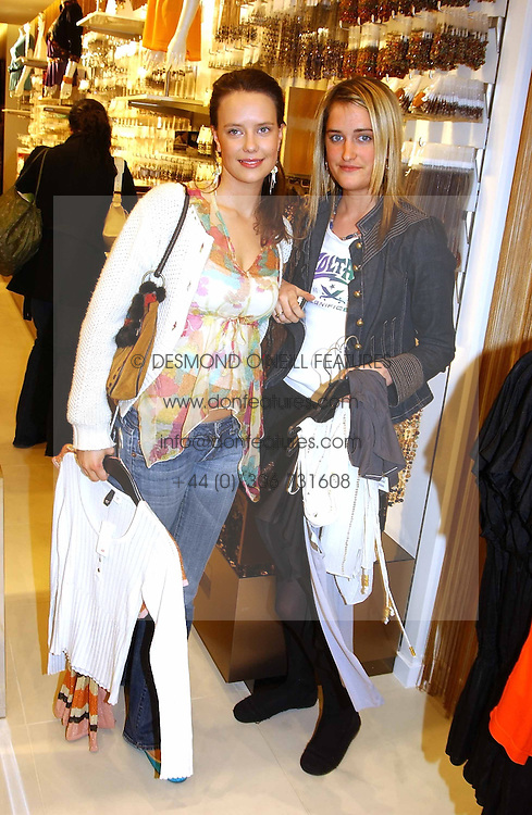 Left to right, ARABELLA MUSGRAVE and VIOLET VON WESTENHOLTZ at a party to celebrate the opening of the new H&M Flagship Store at 17-21 Brompton Road, London SW3 on 23rd March 2005.<br /><br />NON EXCLUSIVE - WORLD RIGHTS