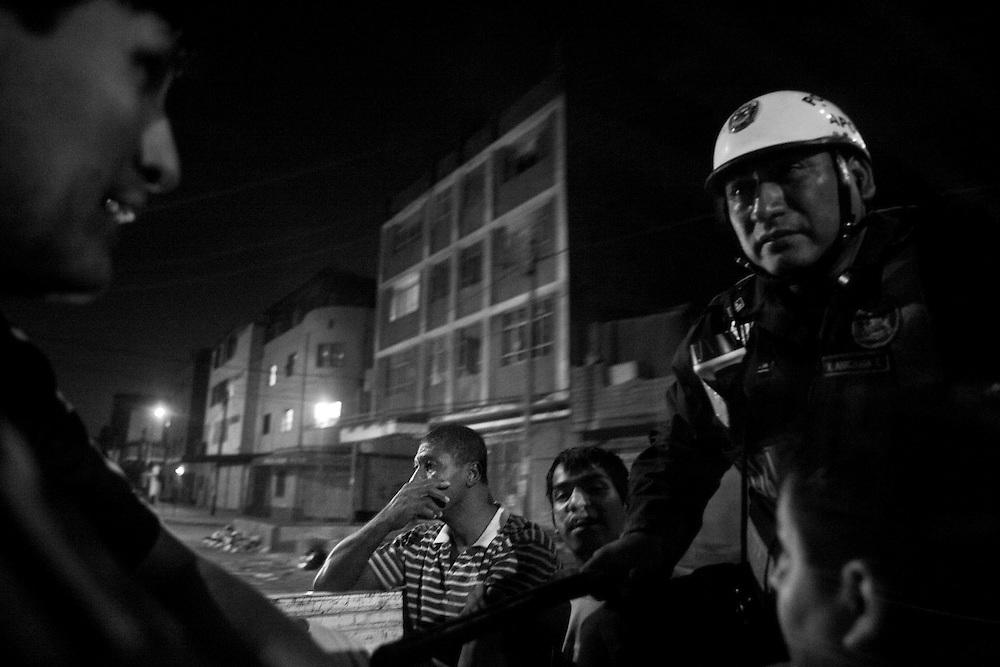 Recorrido policial por el distrito de la Victoria, Lima, con el fin de encontrar personas requisitoriadas por la justicia peruana.