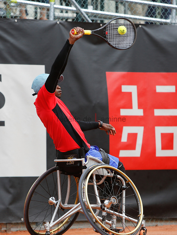 20170728 - Namur, Belgium : Evans Maripa (RSA) returns the ball during his 1/4th final match against Joachmim Gérard (BEL) at the 30th Belgian Open Wheelchair tennis tournament on 28/07/2017 in Namur (TC Géronsart). © Frédéric de Laminne