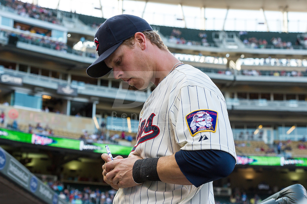 Justin Morneau #33 of the Minnesota Twins signs an autograph before a game against the Chicago White Sox on June 19, 2013 at Target Field in Minneapolis, Minnesota.  The Twins defeated the White Sox 7 to 4.  Photo: Ben Krause
