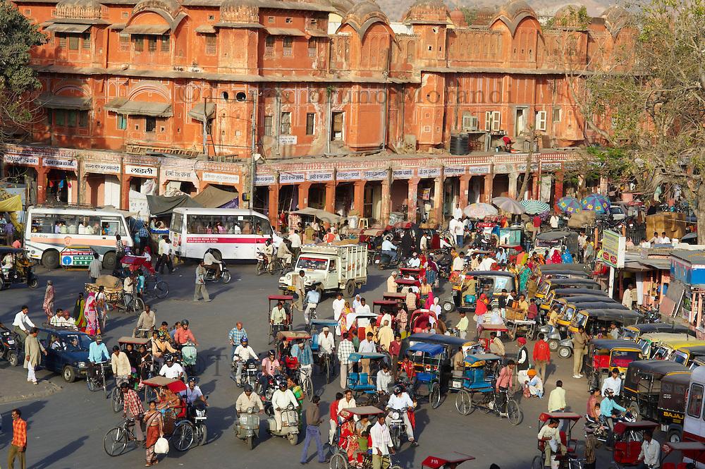 Inde, Rajasthan, Jaipur, Place Bari Chaupar dans la ville rose. // India, rajasthan, Jaipur, the Pink City, Bari Chaupar square.