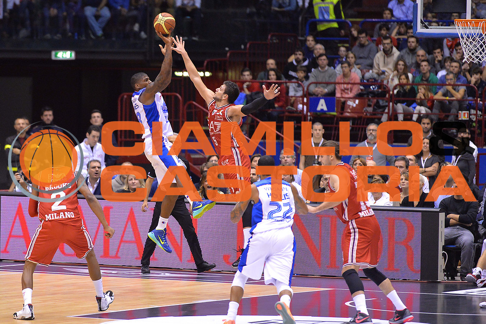 DESCRIZIONE : Milano Lega A 2014-15  EA7 Emporio Armani Milano vs Acqua Vitasnella Cant&ugrave;<br /> GIOCATORE : DeQuan Jones<br /> CATEGORIA : Tiro<br /> SQUADRA : Acqua Vitasnella Cant&ugrave;<br /> EVENTO : Campionato Lega A 2014-2015<br /> GARA : EA7 Emporio Armani Milano vs Acqua Vitasnella Cant&ugrave;<br /> DATA : 16/11/2014<br /> SPORT : Pallacanestro <br /> AUTORE : Agenzia Ciamillo-Castoria/I.Mancini<br /> Galleria : Lega Basket A 2014-2015  <br /> Fotonotizia : Milano Lega A 2014-2015 Pallacanestro : EA7 Emporio Armani Milano vs Acqua Vitasnella Cant&ugrave;<br /> Predefinita :