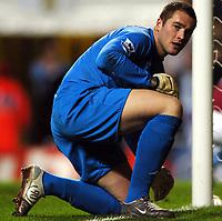 Fotball<br /> Premier League England 2004/2005<br /> Foto: BPI/Digitalsport<br /> NORWAY ONLY<br /> <br /> 22.11.2004<br /> <br /> Aston Villa v Tottenham Hotspur<br /> FA Barclays Premiership, Villa Park<br /> <br /> Tottenham keeper Paul Robinson reflects on a sixth successive league defeat