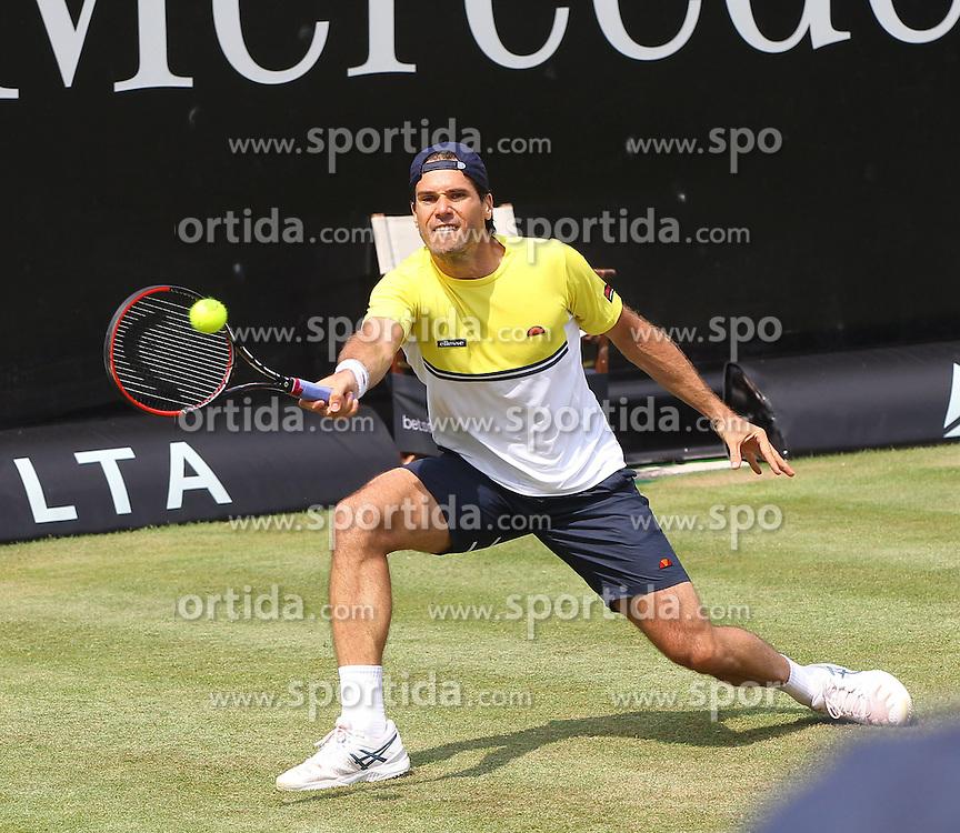 11.06.2015, Tennis Club Weissenhof, Stuttgart, GER, ATP Tour, Mercedes Cup Stuttgart, im Bild Tommy Haas ( GER ) // during the Mercedes Cup of ATP world Tour at the Tennis Club Weissenhof in Stuttgart, Germany on 2015/06/11. EXPA Pictures &copy; 2015, PhotoCredit: EXPA/ Eibner-Pressefoto/ Langer<br /> <br /> *****ATTENTION - OUT of GER*****