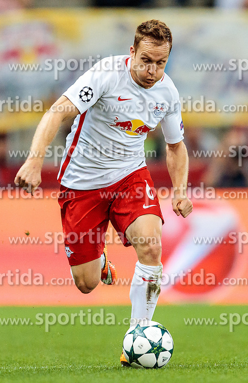 24.08.2016, Red Bull Arena, Salzburg, AUT, UEFA CL, FC Red Bull Salzburg vs Dinamo Zagreb, Play off, Rueckspiel, im Bild Christian Schwegler (FC Red Bull Salzburg) // during the UEFA Championsleague Play off 2nd Leg Match between FC Red Bull Salzburg and Dinamo Zagreb at the Red Bull Arena in Salzburg, Austria on 2016/08/24. EXPA Pictures © 2016, PhotoCredit: EXPA/ JFK
