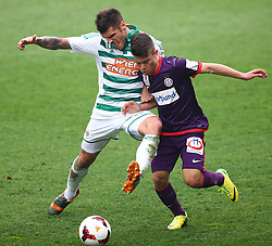 06.04.2014, Generali Arena, Wien, AUT, 1. FBL, FK Austria Wien vs SK Rapid Wien, 31. Runde, im Bild Christopher Trimmel, (SK Rapid Wien, #28) und Sascha Horvath, (FK Austria Wien, #21) // during Austrian Bundesliga Football 31st round match, between FK Austria Vienna and SK Rapid Vienna at the Generali Arena, Wien, Austria on 2014/04/06. EXPA Pictures © 2014, PhotoCredit: EXPA/ Thomas Haumer