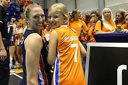 20160725 NED: Nederland - Zuid - Korea, Rotterdam<br />Quinta Steenbergen met jeugdige fan.<br />&copy;2016-FotoHoogendoorn.nl / Pim Waslander
