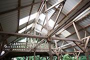 La Reserva Valle del Mamoní<br /> En el punto más angosto del hemisferio occidental, en el que tan sólo 50 kilómetros separan el océano Pacífico del Atlántico, existe un corredor de bosque primario y valles ricos en diversidad biológica. Para cientos de especies de aves migratorias, es la vereda verde entre las Américas. Para los indígenas Gunas, es la divina Madre Tierra de su territorio semiautónomo. En el centro de este puente de vida de la divisoria continental en la provincia de Panamá, se encuentra la cuenca superior del Río Mamoní.©Victoria Murillo/Istmophoto.com