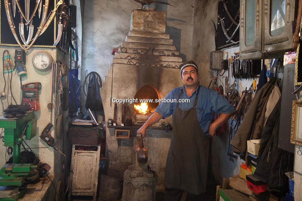 IKRAMOV  brothers blacksmith  in the old city  Boukhara  Ouzbekistan  .///.les freres  IKRAMOV artisan forgeron dans la vieille ville  Boukara  Ouzbekistan .///.OUZB56261