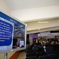 Toluca, México.- La asociación civil Conciencia Ciudadana en Movimiento llevo a cabo el primer foro en prevención del delito, en el que participaron COPACIS, personal de la PGJEM, y de la  Comisión Estatal de Seguridad Ciudadana, en donde se trataron temas como valores, prevención, denuncia y organización ciudadana.  Agencia MVT / Crisanta Espinosa