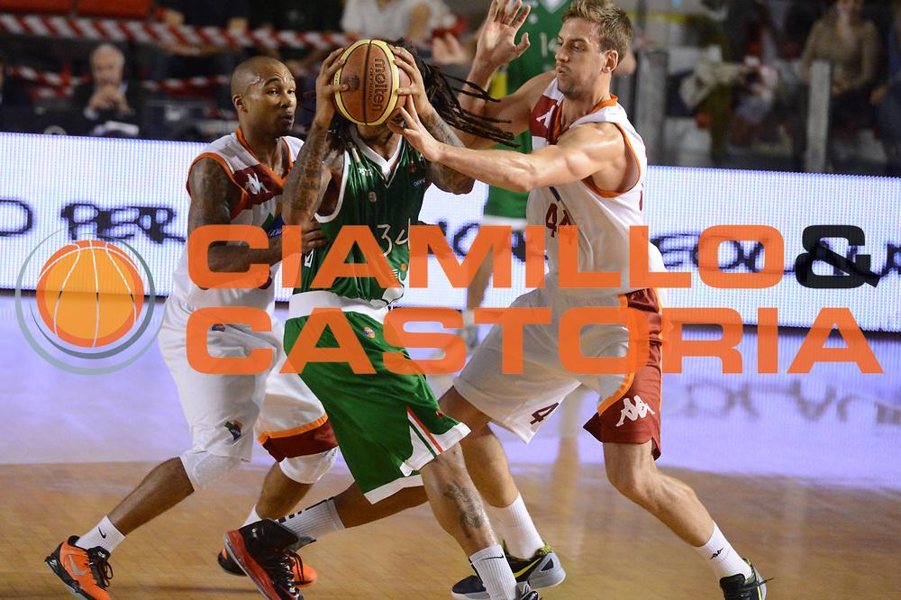 DESCRIZIONE : Roma Lega A 2012-13 Acea Roma Montepaschi Siena <br /> GIOCATORE : David Moss<br /> CATEGORIA : controcampo equilibrio<br /> SQUADRA : Montepaschi Siena<br /> EVENTO : Campionato Lega A 2012-2013 <br /> GARA : Acea Roma Montepaschi Siena <br /> DATA : 12/11/2012<br /> SPORT : Pallacanestro <br /> AUTORE : Agenzia Ciamillo-Castoria/GiulioCiamillo<br /> Galleria : Lega Basket A 2012-2013  <br /> Fotonotizia :  Roma Lega A 2012-13 Acea Roma Montepaschi Siena <br /> Predefinita :
