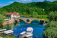 Monténégro, côte Adriatique, région centrale, Lac Skadar, parc national de Skadarsko Jezero, village de Rijeka Crnojevica, Satri Most, vieux pont // Montenegro, Lake Skadar National Park,  village of Rijeka Crnojevica, Stari Most, old bridge