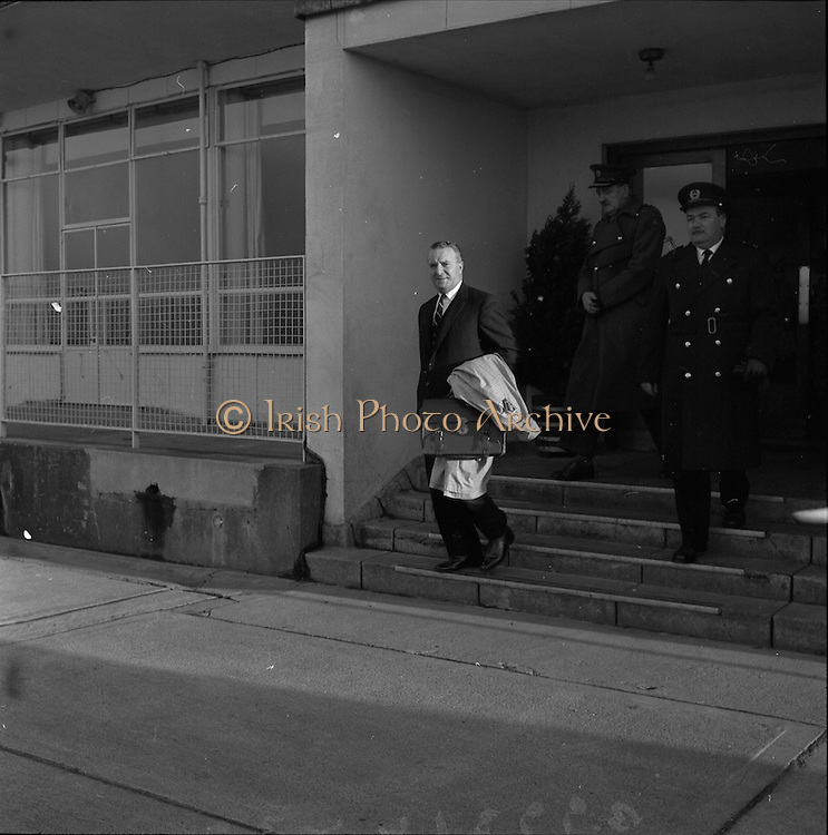 05/12/1961<br /> 12/05/1961<br /> 05 December 1961<br /> Troops of the 36th Battalion and General McKeown leave for the Congo from Dublin Airport. Lt. General General Sean McKeown leaving the airport.