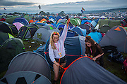 UNITED KINGDOM, Glastonbury: 22 June 2016 Festival goers try to erect their tent in an enclosed space this evening at Glastonbury Festival. Rick Findler / Story Picture Agency