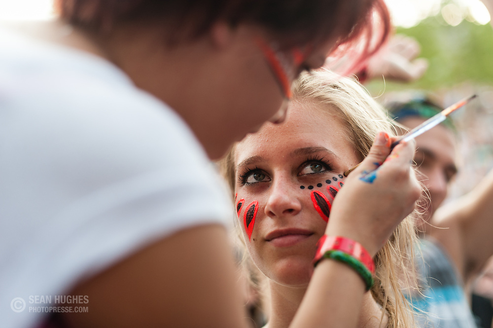 Face painting at Bunbury Music Festival, Sunday, July 13, 2014. Photo by Sean Hughes/photopresse.com